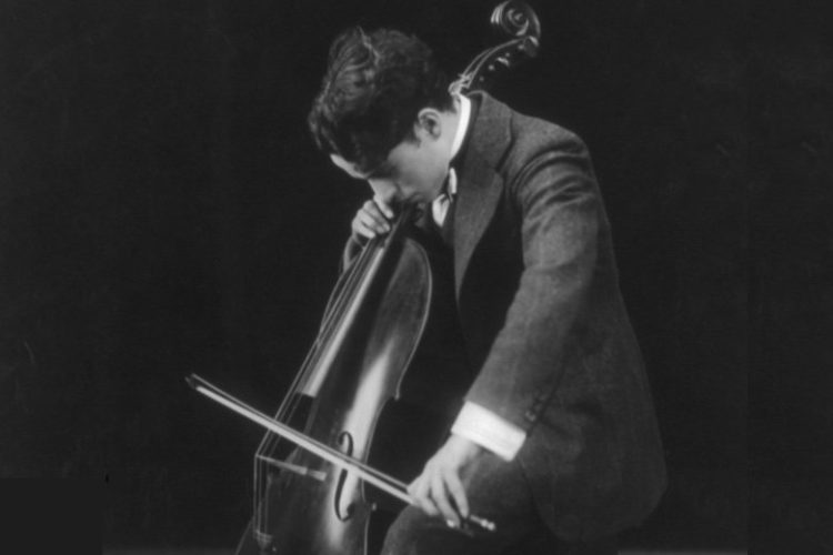 Charlie_Chaplin_playing_the_cello_1915