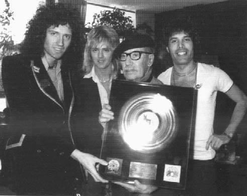 Brian May, Roger Taylor Groucho Marx et Freddie Mercury