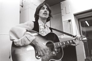 George-Harrison-en-studio-en-1968