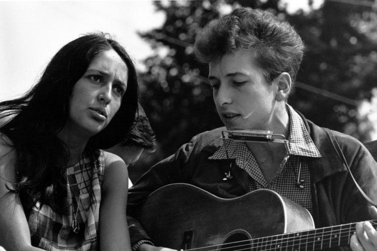 Joan_Baez_Bob_Dylan Wikimedia Commons