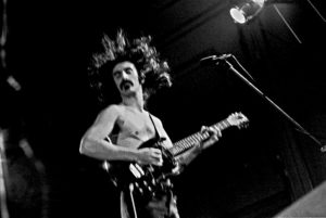 Frank-Zappa_in_glory © Heinrich Klaffs Wikimedia commons